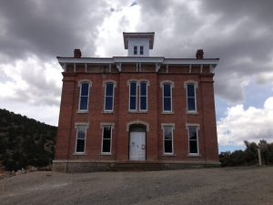 photo shows the facade of the Belmont courthouse