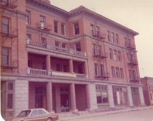 photo shows a vintage look at the golfed hotel from the 70s