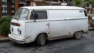 photo shows a volkswagen van that is the exact same model as dr. kevorkian's